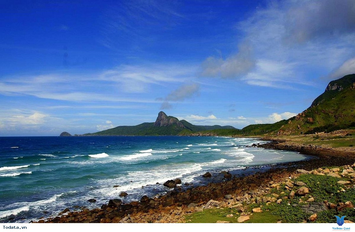 Côn đảo nổi tiếng về nhiều bãi biển hoang sơ mà bạn nên đến