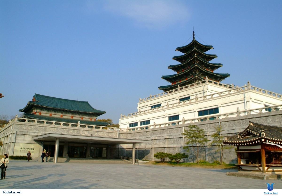 Cung điện Gyeongbok soi bóng nét cổ kính giữa đô thị hiện đại