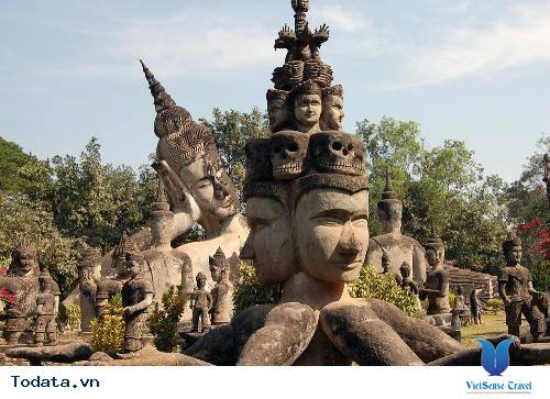 Tĩnh lặng với vườn tượng Phật tại Lào