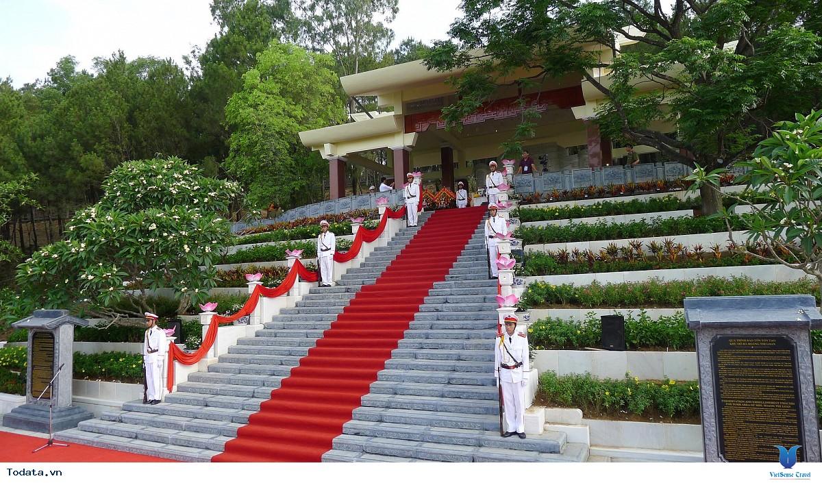 Thư viện ảnh mộ bà Hoàng Thị Loan
