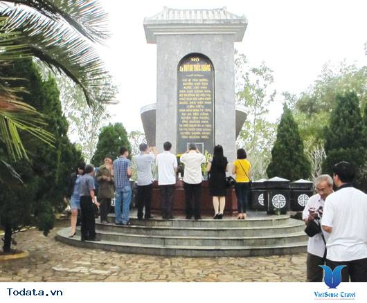 Thư viện ảnh mộ Chí sĩ cách mạng Huỳnh Thúc Kháng