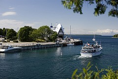 Đi du thuyền trên hồ Ontario