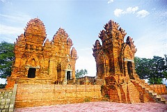 Tháp Chàm đẹp mê hồn tại Ninh Thuận