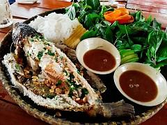 Thưởng thức món cá lóc nướng trui dân dã