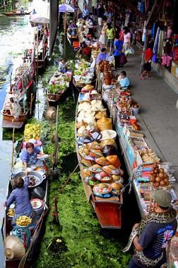 Ăn hoa quả tươi rói khi đến Chợ Nổi Damnoen Saduak