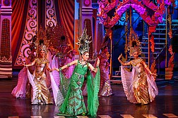 Bước lạc vào show chuyển giới Thái Lan đẹp mê hồn