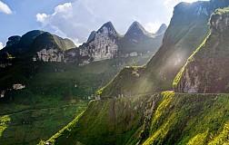 Cảnh quan hùng vĩ nơi đỉnh Mã Pì Lèng