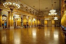 Cung điện mùa hè đẹp như cổ tích ở Nga