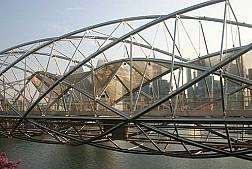 Đi bộ trên cây cầu Helix Bridge