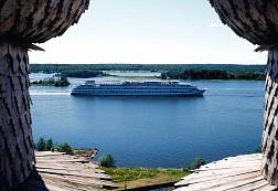 Du thuyền trên dòng sông Volga