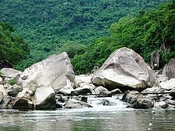 Khám phá dòng sông Hầm Hô đẹp kỳ ảo