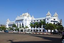 Kiến trúc Miến Điện khắc trên Tòa Thị Chính Thành Phố Yangon Myanmar