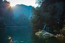 Lắng Đọng Vẻ Đẹp Đất Trời Trên Hồ Bảo Phong