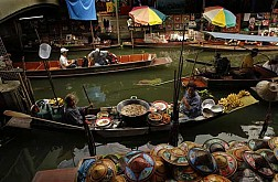 Thăm khu chợ nổi Damnoen Saduak ở BangKok