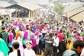 Chợ Tình Khâu Vai
