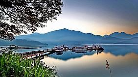 Hồ Nhật Nguyệt (Sun Moon lake)