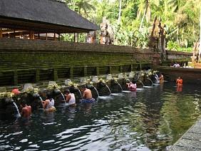 Hồ Tampak Siring