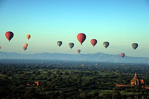 Đi khinh khí cầu ngắm Bangan nên thơ