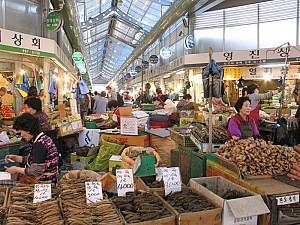 Điểm danh những khu chợ nhất định phải qua khi tới Hàn Quốc