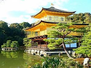 Rực vàng ngôi chùa nổi ở Biển Hồ tại Campuchia
