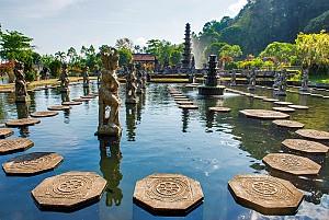 Tham quan cung điện Tirta Gangga