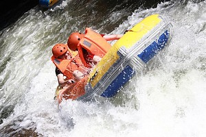 Trải nghiệm trượt thác Hòa Phú Thành Đà Nẵng