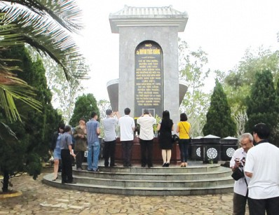 mộ Chí sĩ cách mạng Huỳnh Thúc Kháng