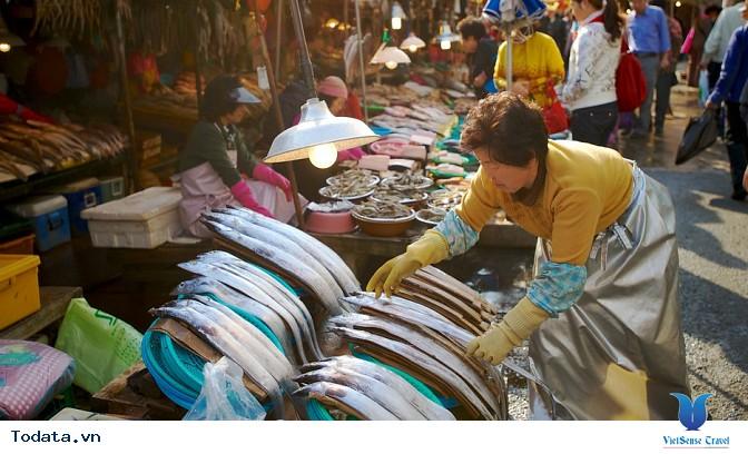 Du lịch Hàn Quốc ghé thăm chợ hải sản tại Busan - Ảnh 1