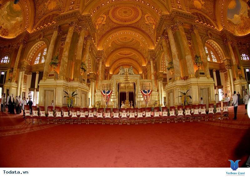 Lộng lẫy cung điện trắng Ananta Samakhom giữa lòng Bangkok - Ảnh 2