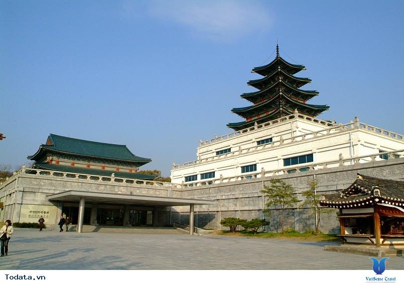 Cung điện Gyeongbok soi bóng nét cổ kính giữa đô thị hiện đại - Ảnh 4