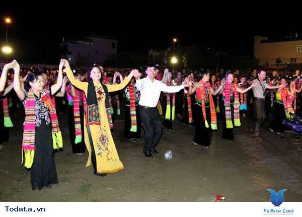 Tưng bừng Tuần văn hóa du lịch Mường Lò và kỉ niệm 45 năm thành lập thị xã Nghĩa Lộ - Ảnh 1