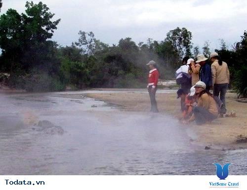 Bãi Suối Nóng ở Côn Đảo