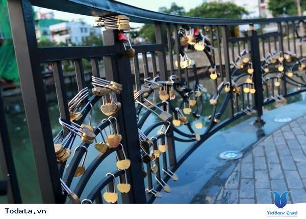 Dạo Bước Nơi Cầu Khóa Tình Yêu Ở Đà Nẵng - Ảnh 4