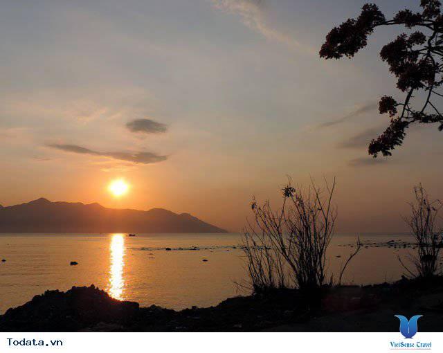 Đến Nha Trang Săn Đón Ánh Bình Minh Tuyệt Đẹp Trên Biển - Ảnh 2