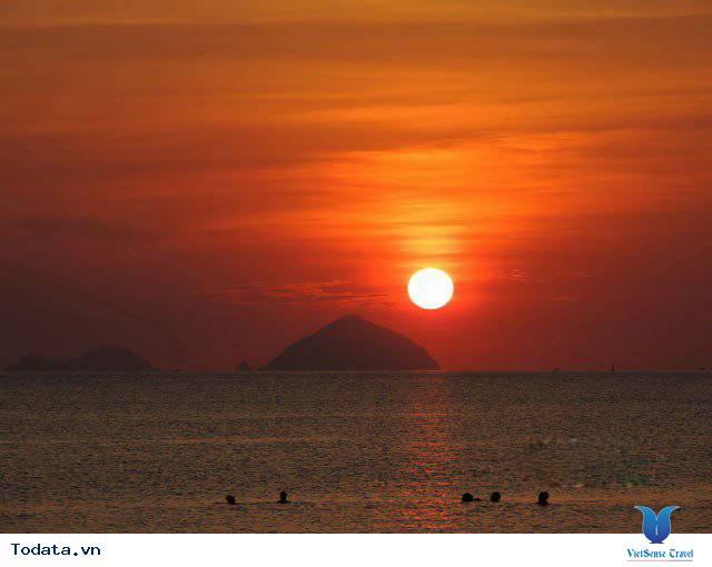 Đến Nha Trang Săn Đón Ánh Bình Minh Tuyệt Đẹp Trên Biển - Ảnh 3