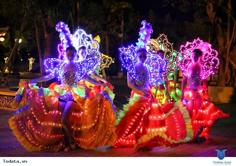 Du lịch Đà Nẵng tham dự lễ hội sắc màu châu Á - Ảnh 3
