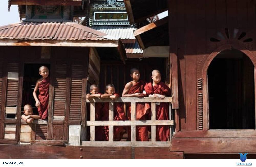 Hòa mình vào cuộc sống trong tu viện hình ovan của Myanmar - Ảnh 2