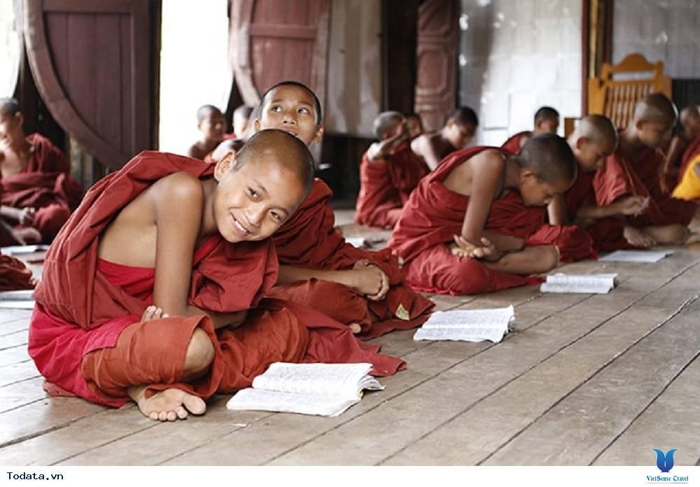 Hòa mình vào cuộc sống trong tu viện hình ovan của Myanmar - Ảnh 3