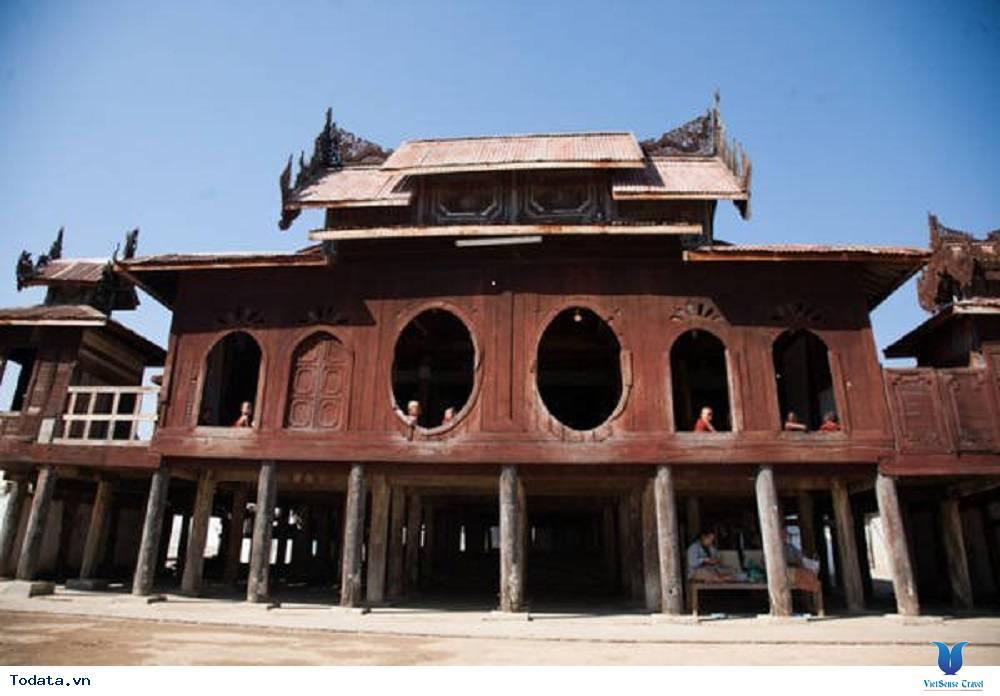 Hòa mình vào cuộc sống trong tu viện hình ovan của Myanmar - Ảnh 1