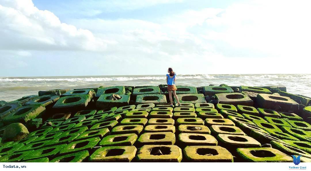 Kè chắn sóng Xóm Rớ thành bãi đá rêu xanh hút hồn du khách - Ảnh 3