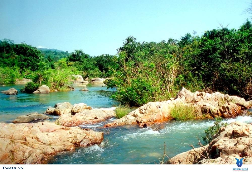 Khám phá dòng sông Hầm Hô đẹp kỳ ảo - Ảnh 2
