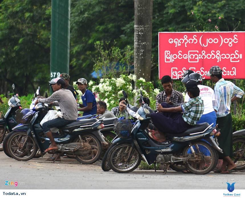 Những Phương Tiện Vận Chuyển Độc Đáo Ở Myanmar - Ảnh 11