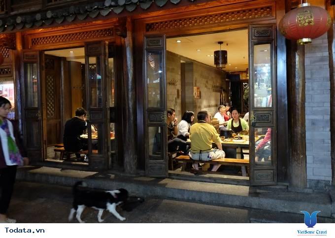 Thích thú với lẩu nướng trên bếp đá ở Lệ Giang, Trung Quốc - Ảnh 8