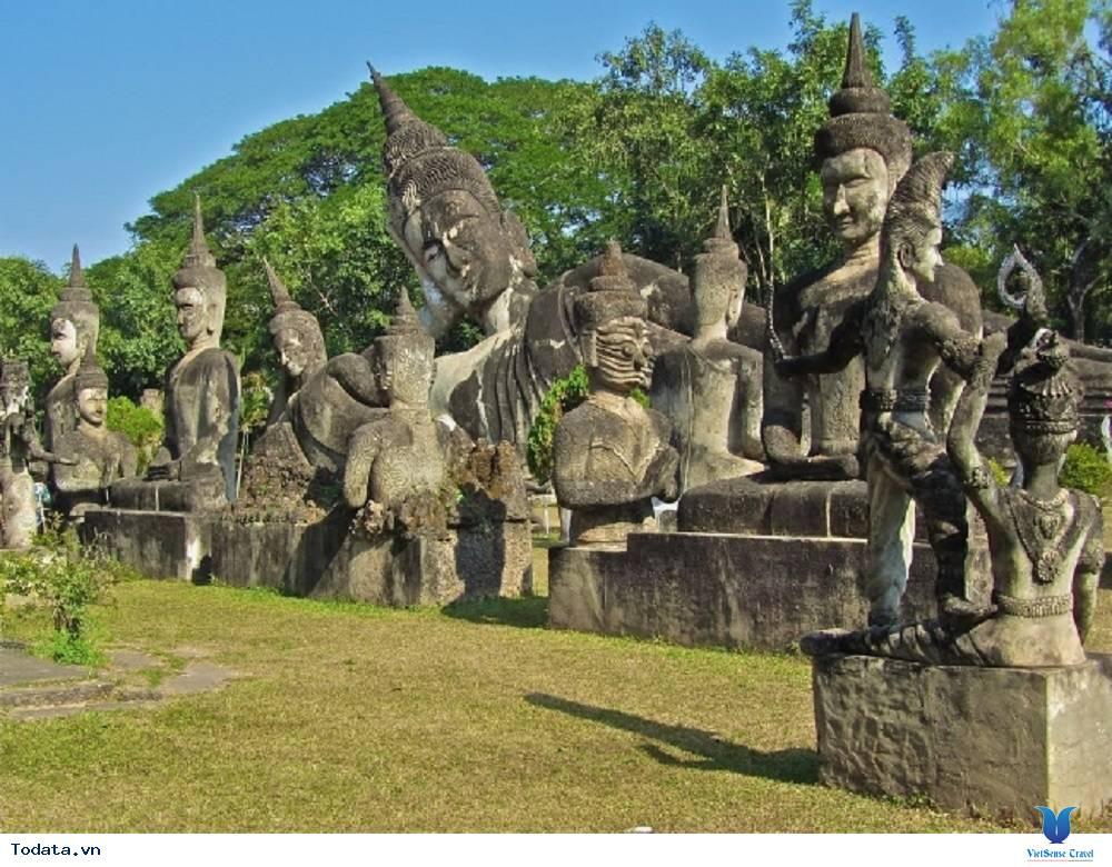 Tĩnh lặng với vườn tượng Phật tại Lào - Ảnh 3