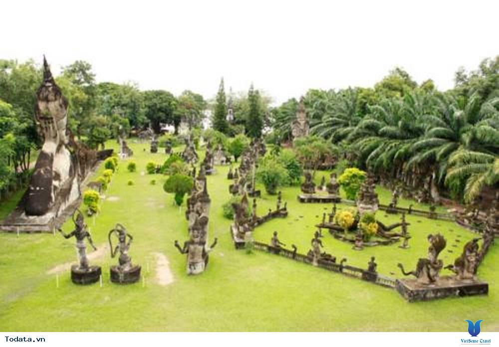 Tĩnh lặng với vườn tượng Phật tại Lào - Ảnh 1