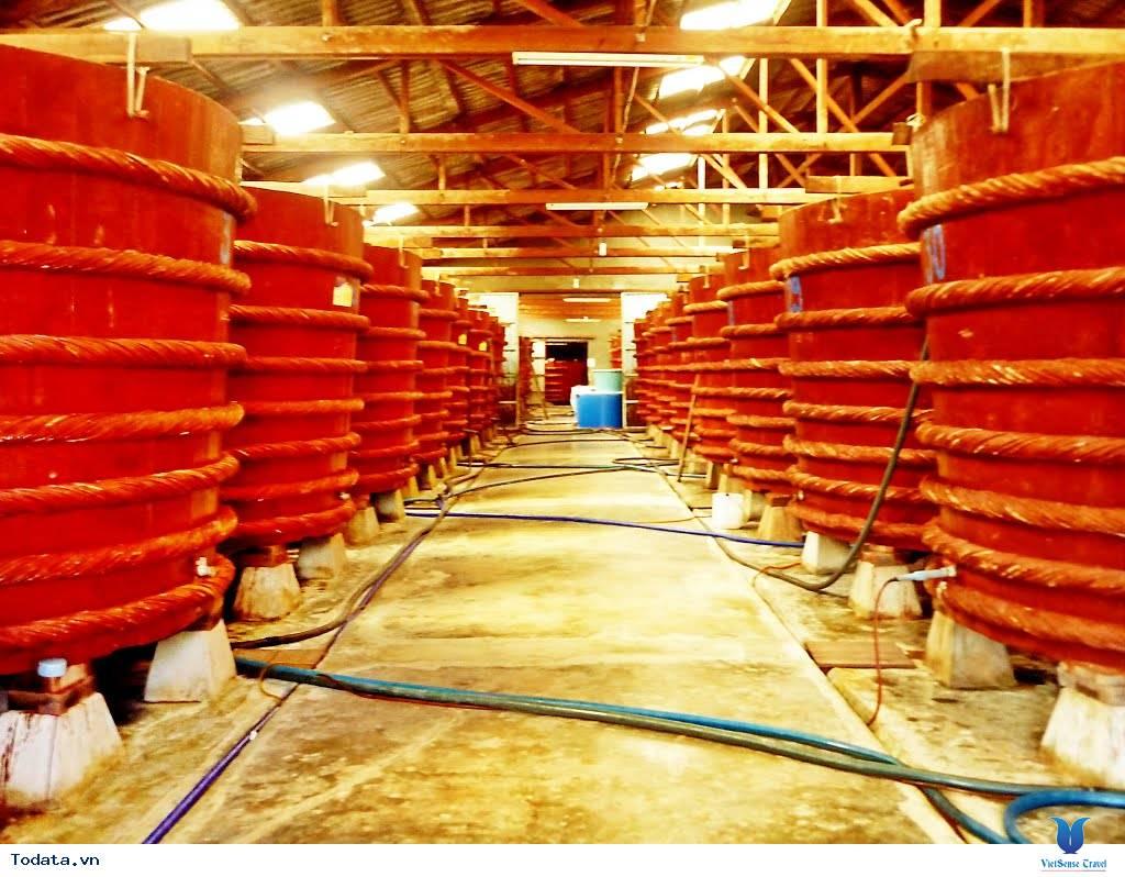 Trải nghiệm độc đáo tại nhà thùng sản xuất nước mắm Phú Quốc - Ảnh 1