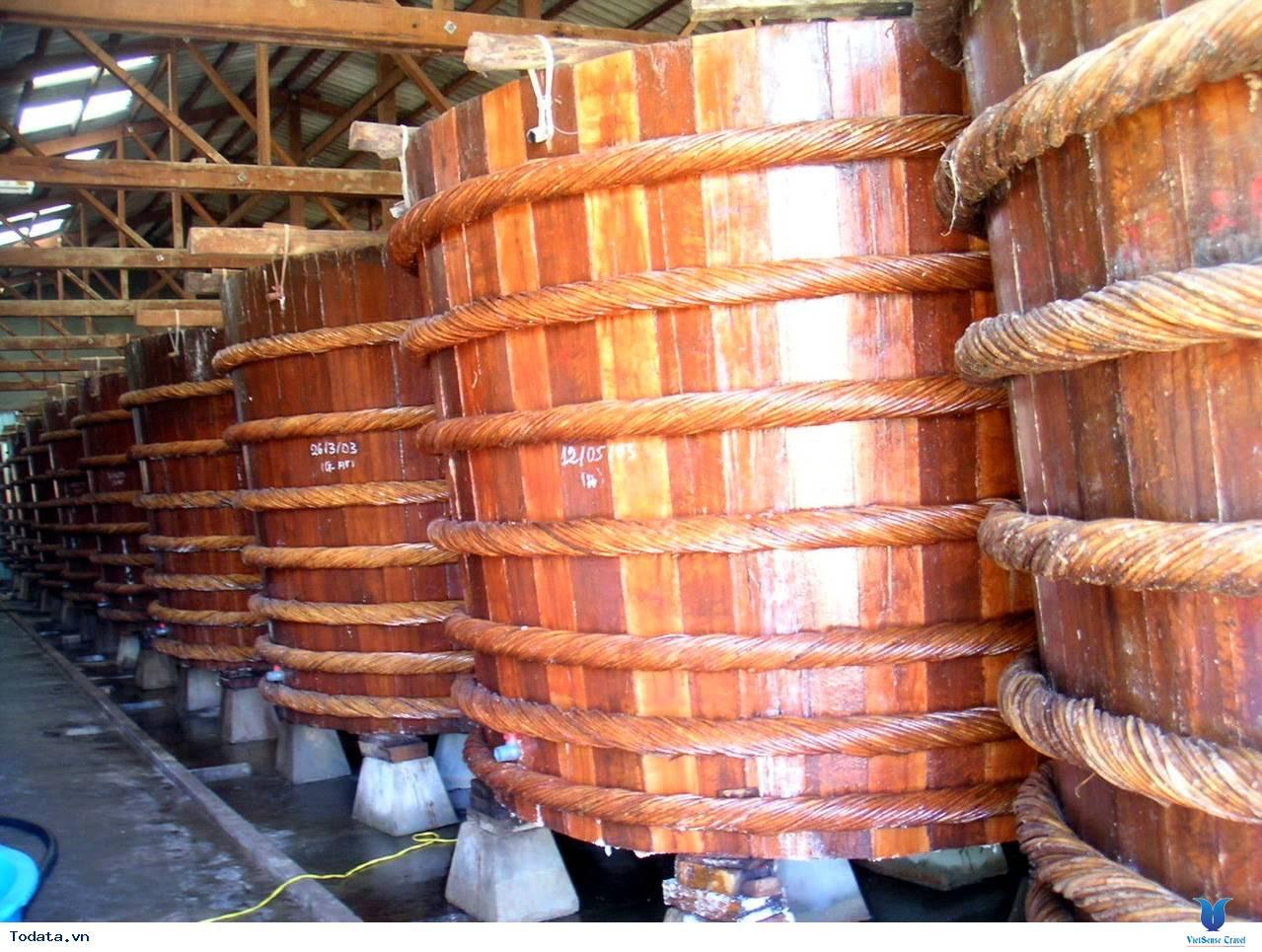 Trải nghiệm độc đáo tại nhà thùng sản xuất nước mắm Phú Quốc - Ảnh 4