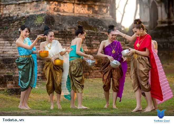 Trải nghiệm những lễ hội độc đáo trên các vùng miền tại Thái Lan - Ảnh 1