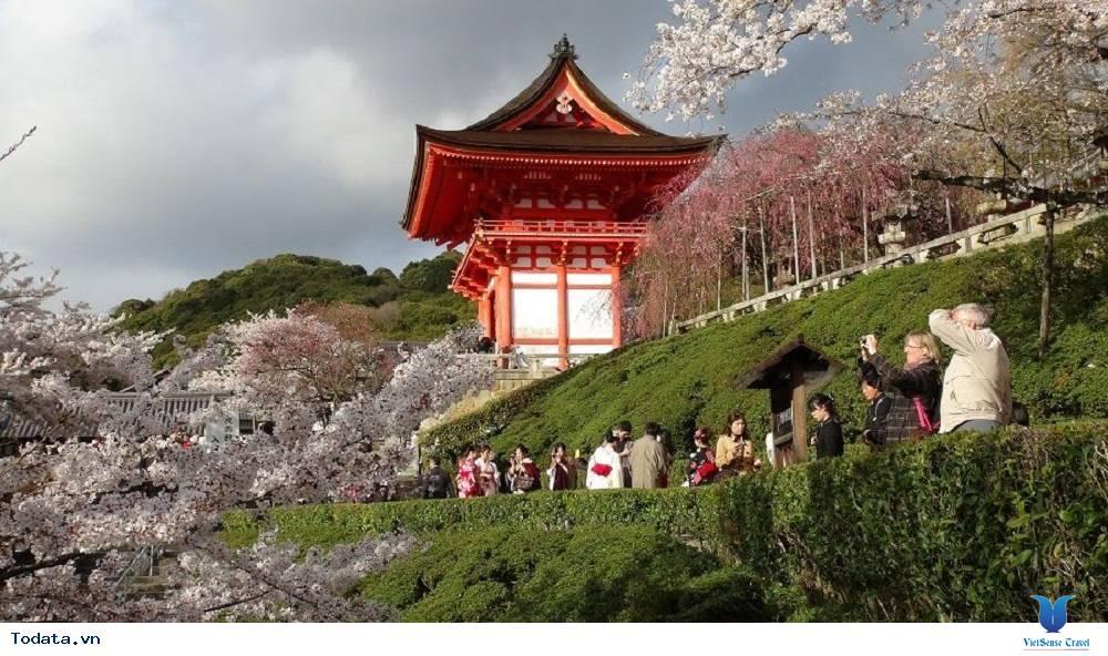 Viếng thăm ngôi chùa cổ Kiyomizu Dera ở Nhật Bản - Ảnh 1